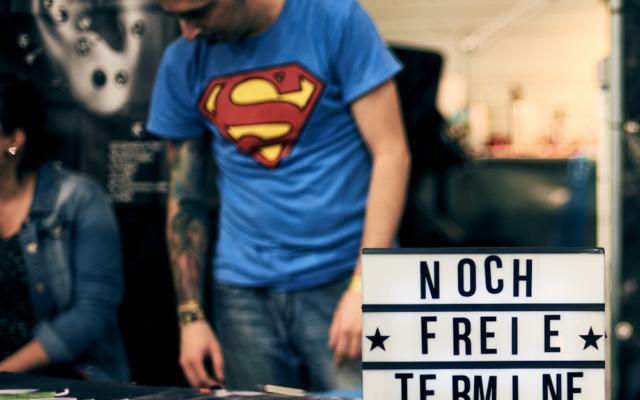 streetphotography streetfotografie streetlife humor superman nürnberg tattoo